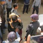 L'abbraccio tra Gambira e Marie prima del processo