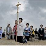 Cattolici in preghiera in un villaggio dello Shanxi cinese. Foto Sohu, Yahoo