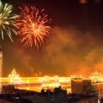 Fuochi d'artificio e fumo per Diwali