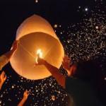 I Khom Loi o lampade fluttuanti del nord Thailandia