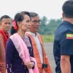 Aung San Suu Kyi nella sua prima visita in Arakan