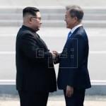 Kim Jong Un, figlio di Ill, stringe la mano al presidente sudcoreano Moon Jae in