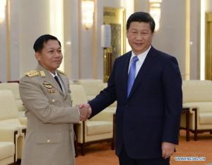Xi Jinpin e il capo dell'esercito birmano Min Aung Hlaing