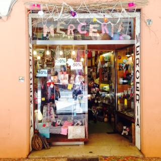 Cosa vende una merceria sanotint light tabella colori for Boutique bologna