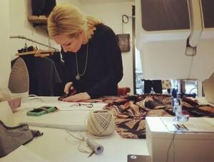 Alice Blome Sartoria - Paola al lavoro