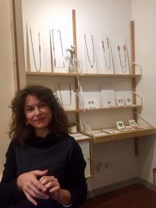 Stefania Bandinu nel suo laboratorio