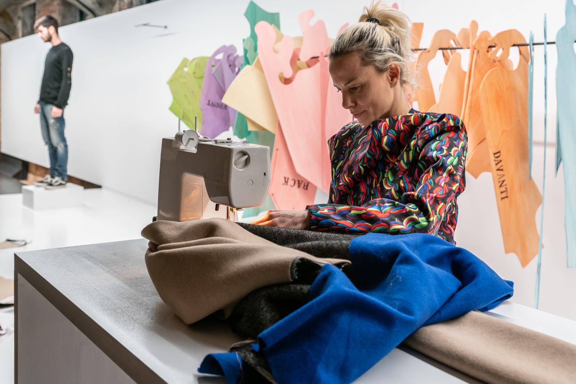Vestimenti, gli abiti scultura di Sissi e gli appuntamenti