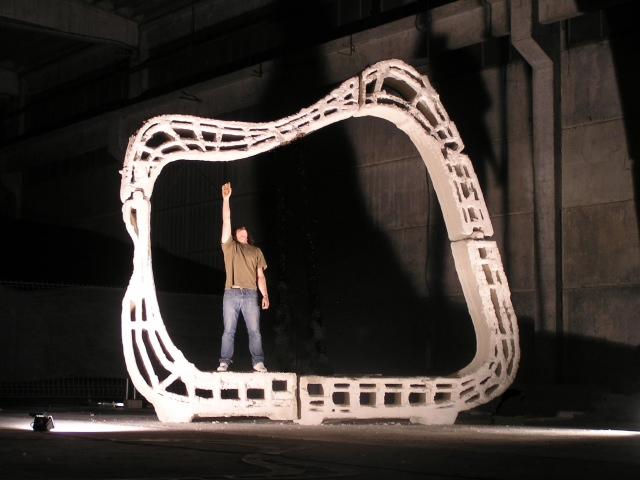 Enrico Dini lavora con enormi stampanti 3D ed è in grado di produrre grandi strutture
