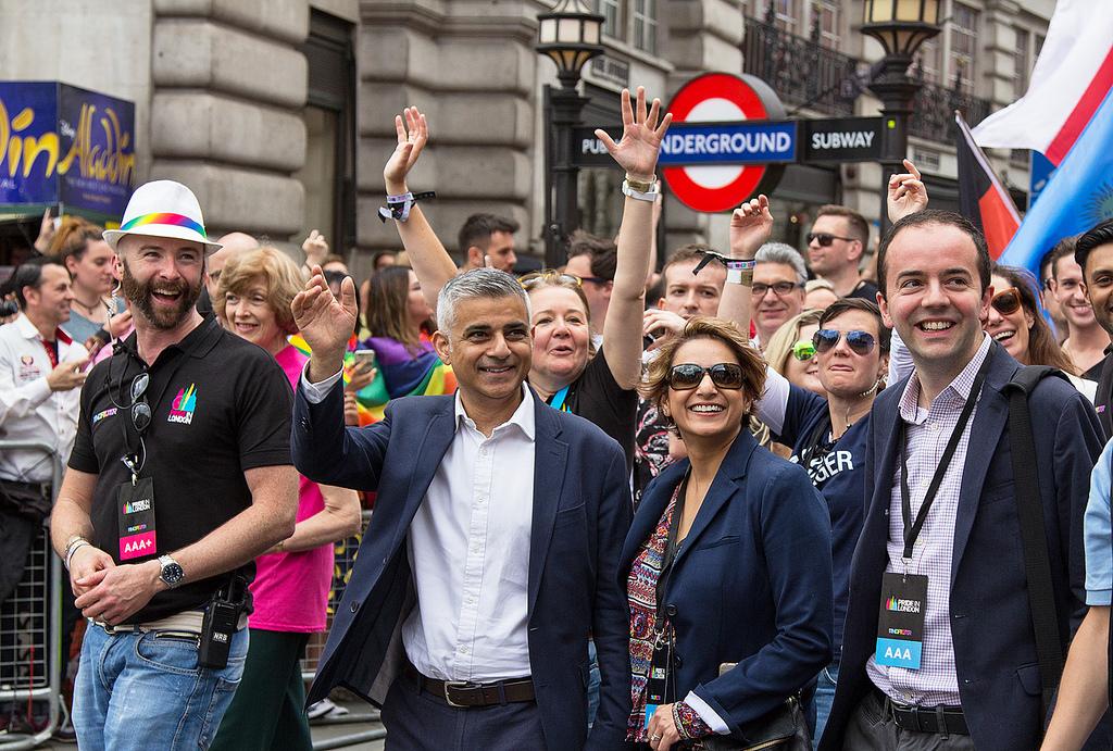 """Il sindaco di Londra Sadiq Khan. La città è in prima linea contro le """"non-regole"""" dei big del tech, come Uber."""