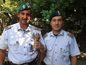 L'esemplare di Falco grillaio e gli appuntati Roberto Liquori e Pier Paolo Rella