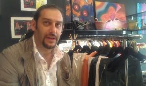 Marco Galluzzi nel suo negozio di Shanghai, tra i suoi vestiti e i suoi quadri