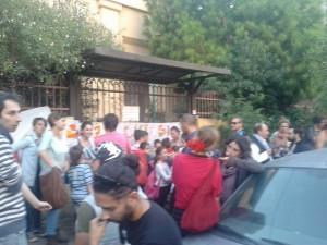 iniziativa popolare davanti la scuola Parisi 2 (1)