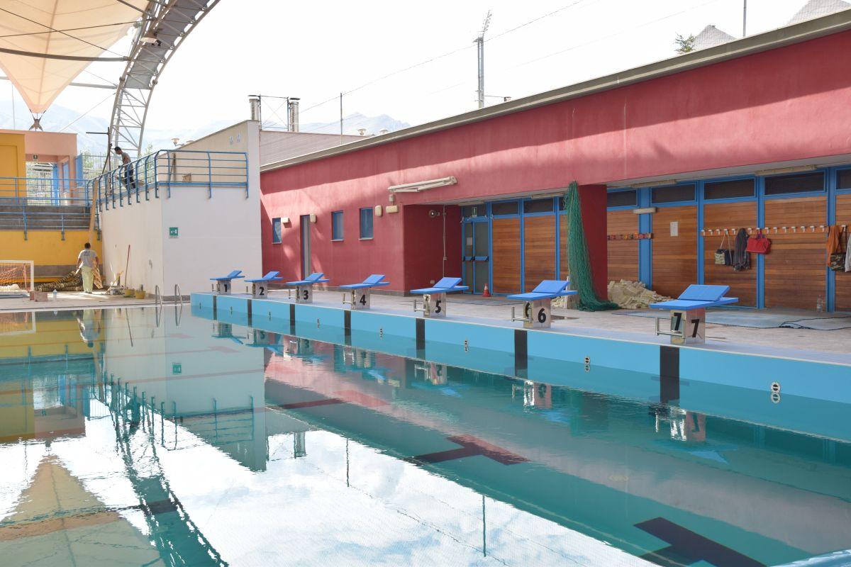 Riapre la piscina universitaria potranno usarla tutti for Piscina universitaria