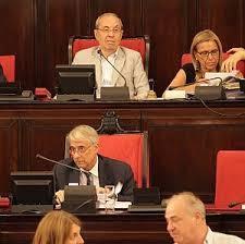 Il sindaco, Giuliano Pisapia, nell'aula di Palazzo Marino