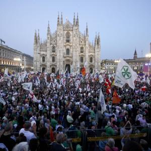 La manifestazione della Lega in piazza del Duomo