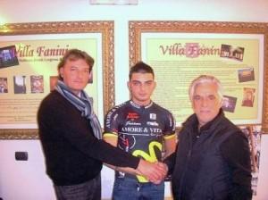 Eugenio Bani, con il padre (a sinistra) e Ivano Fanini