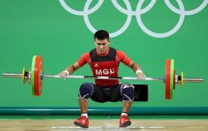 Il pesista mongolo Usukhbayar, positio ai Gico di Rio