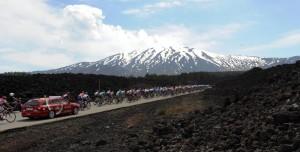 Il plotone e l'Etna sullo sfondo