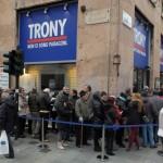 La coda davanti a Trony Ex Fnac oggi 28 novembre