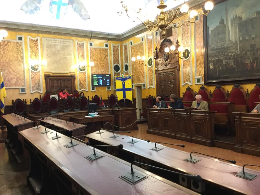 Consiglio prima convocazione di nuovo senza numero legale for Numero parlamentari 5 stelle