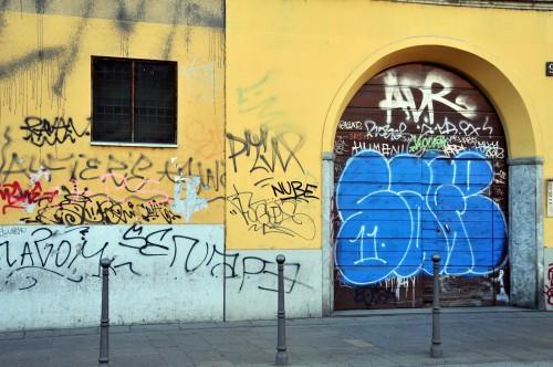 Parma condomini obbligati dal comune a cancellare i graffiti un comune a 5 stelle blog - Scritte muri casa ...