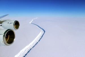 >>>ANSA/IN ANTARTIDE SI È STACCATO LARSEN C, IL PIÙ GRANDE ICEBERG