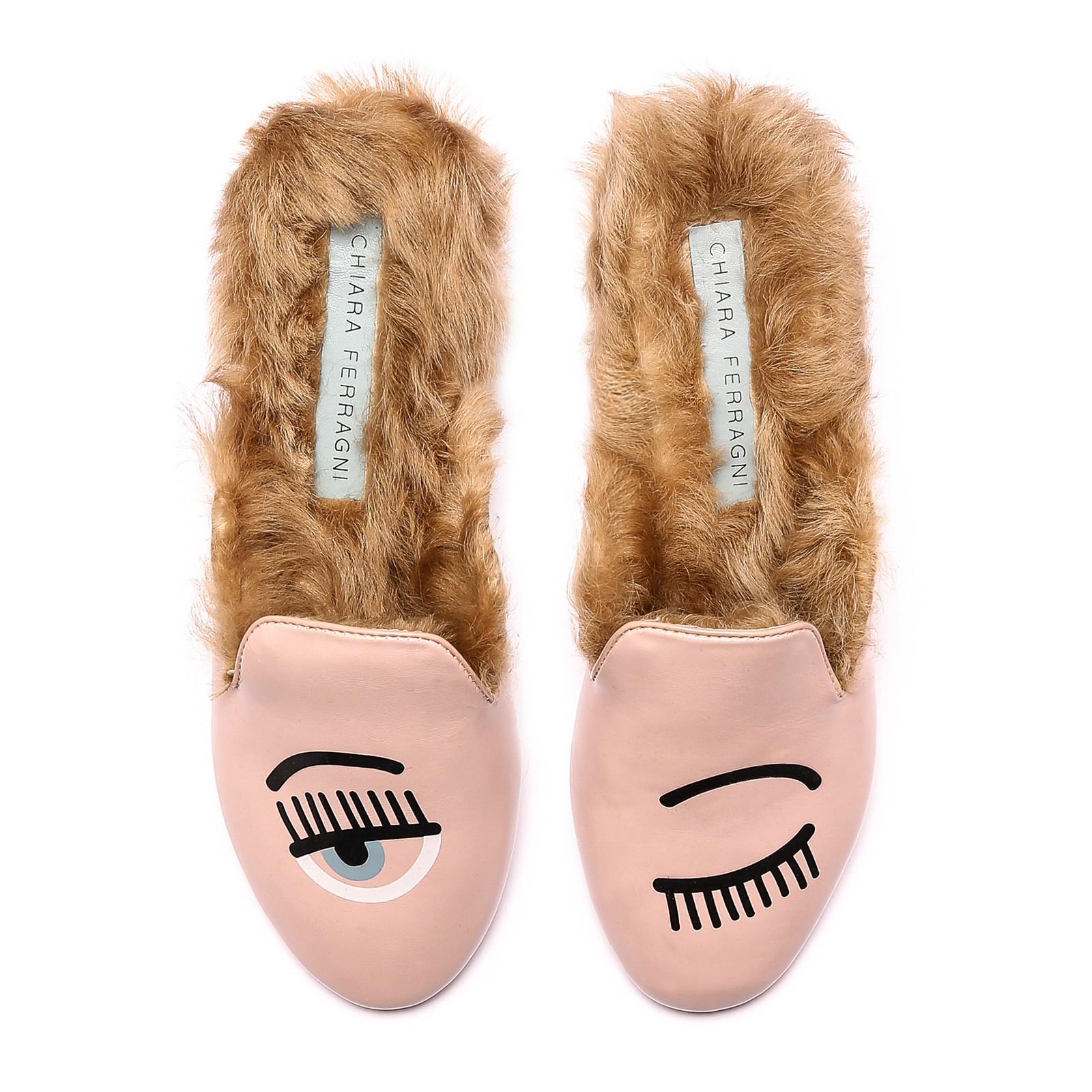 a90e0ba9cfb8e La ciabatta sceglie la pelliccia e diventa la calzatura must per l ...