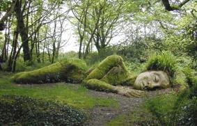 Ragazza dormiente di muschio - dal sito 'www.inspirationgreen.com'