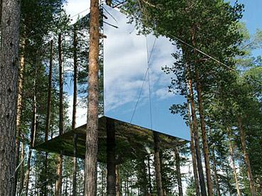 """Casa sull'albero...invisibile! - da: """"http://indulgy.com/"""""""