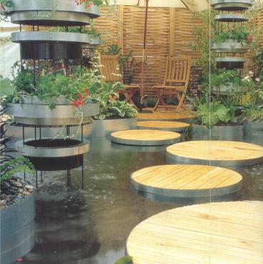 """Vasca con piante acquatiche - dal sito """"www.amiotthonunk.hu"""""""