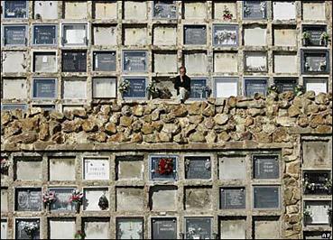 """Cimitero di Montjuic a Barcellona - da """"www.newsimg.bbc.co.uk"""""""