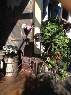 Bidoni...come tavolini - Foto di Patrizia Pozzi