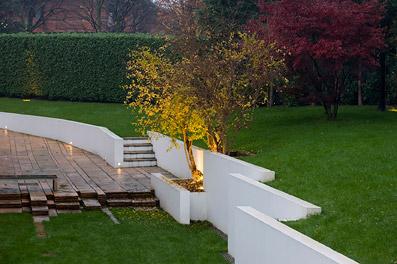 In diretta dallo studio pozzi modellare la natura for Giardini ville moderne