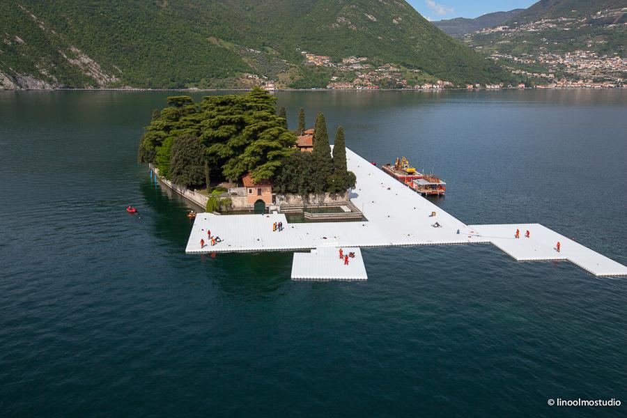 Christo-The-Floating-Piers-Lago-d'Iseo-work-in-progress-foto-Linoolmostudio-11
