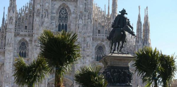 piazza-duomo-milano-palme-2017-internettuale