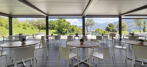 Prospiciente al ristorante The VIew Fine Dining, la terrazza panoramica TreCinqueZero (350 metri sopra il livello del mare)