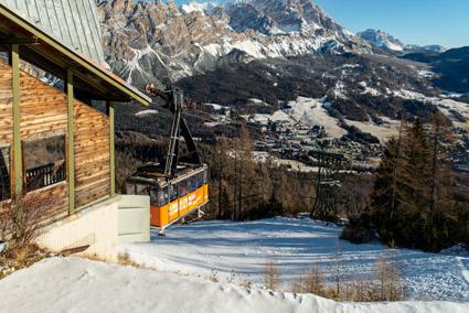 Cortina, Col Druscie?, la funivia Tofana - Freccia nel cielo, che verra? trasformata in cabinovia (foto Martina De Biasi)