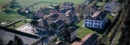 2) Parte del Borgo di Mustonate (Va) visto dall'alto