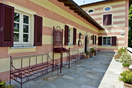 6) Borgo di Mustonate, spazi di sosta esterni