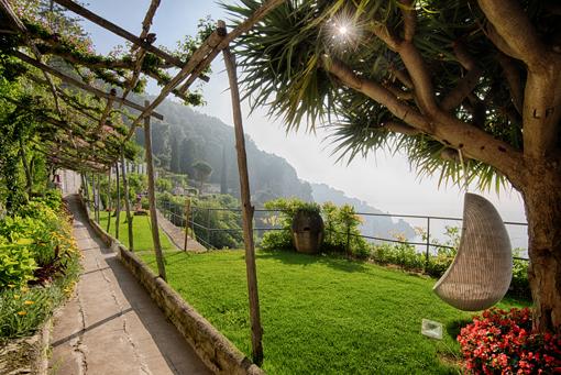 Relax sospeso a un albero di yucca al Grand hotel Convento