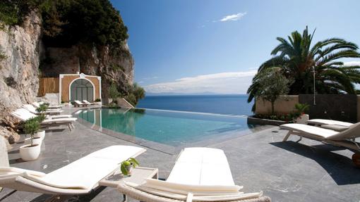 La piscina a sfioro del Grand hotel Convento di Amalfi