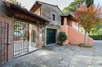 L'entrata a Borgo I Vicelli (Fi)