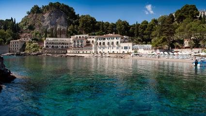 Villa Sant'Andrea di Belmont, incastonata tra roccia e mare