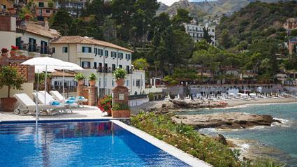 La piscina a sfioro del Belmont Villa Sant'Andrea