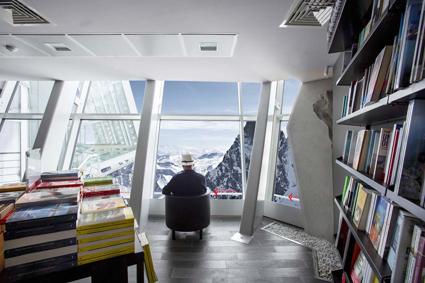 Skyway Monte Bianco, la libreria piu? alta d'Europa, la Feltrinelli di Courmayeur