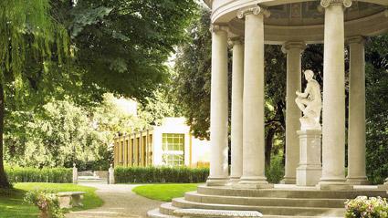 Giardino della Gherardesca del Four Seasons e, a fianco, la spa alberghiera