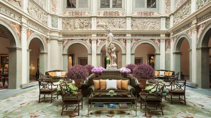 La lobby del Four Seasons hotel Firenze, nel Palazzo della Gherardesca
