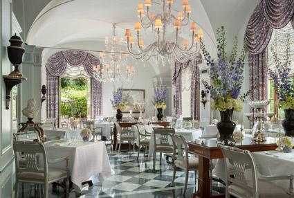 Il ristorante stellato Il Palagio, ricavato nelle ex-scuderie del palazzo