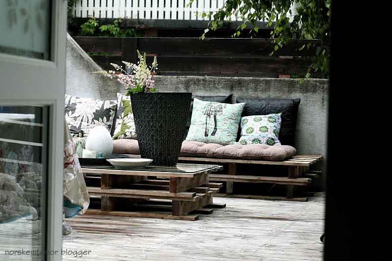 Pallet mania il progetto in una stanza blog casa design - Divanetto da balcone ...