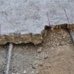 Particolare dell'inserimento delle spade , al di sotto del mosaico, a una quota tale che consenta di distaccare a massetto le pavimentazioni con buona parte dei sottofondi originali.